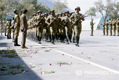 Торжественный марш воинов-интернационалистов перед возвращением на родину