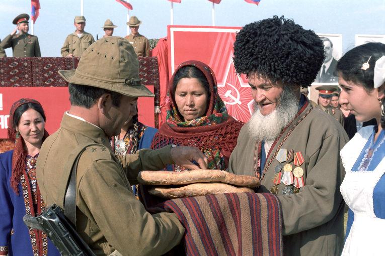 Встреча советских воинов-интернационалистов вернувшихся из Демократической Республики Афганистан