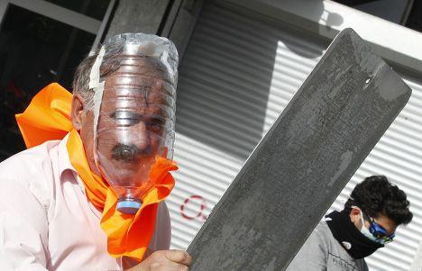 Участник протеста  в Стамбуле, Турция