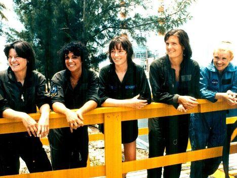 Салли Райд (слева) и другие кандидатки на роль первой женщины-астронавта, 1978 год