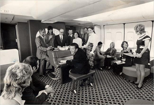 Пиано-бар во время полета на Боинге 747