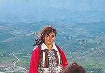Албанки в национальных костюмах