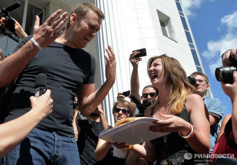 Кировский облсуд изменил меру пресечения Навальному и Офицерову