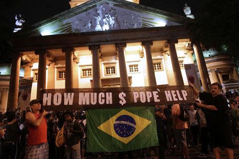 Демонстрация против визита папы Римского Франциска в Бразилию