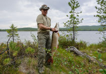 Владимир Путин во время рыбалки в Красноярском крае