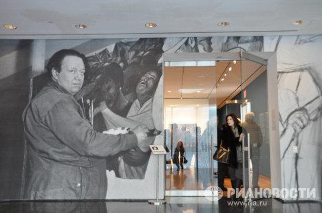 Вход на выставку в МоМА. На снимке Диего Ривера.