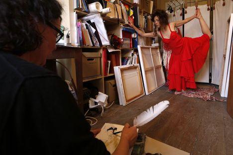 Сюзанна Димитри, работающая учителем и моделью в Париже