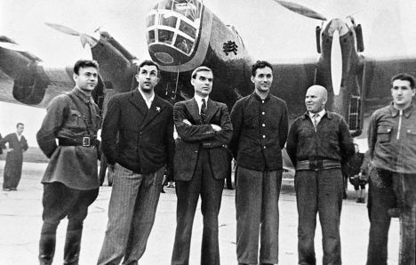 Экипаж С. А. Леваневского перед отлетом в США