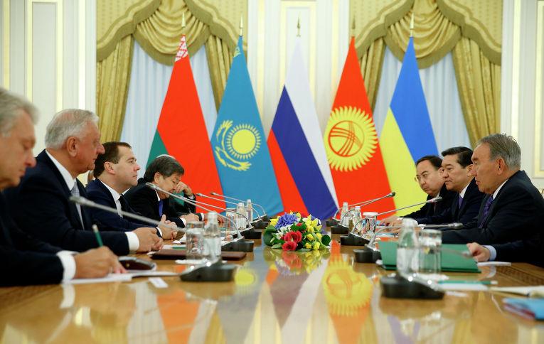 Беседа глав делегаций стран-участниц заседания Высшего Евразийского совета