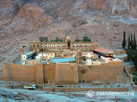 Вид на монастырь святой Екатерины с Синайских гор