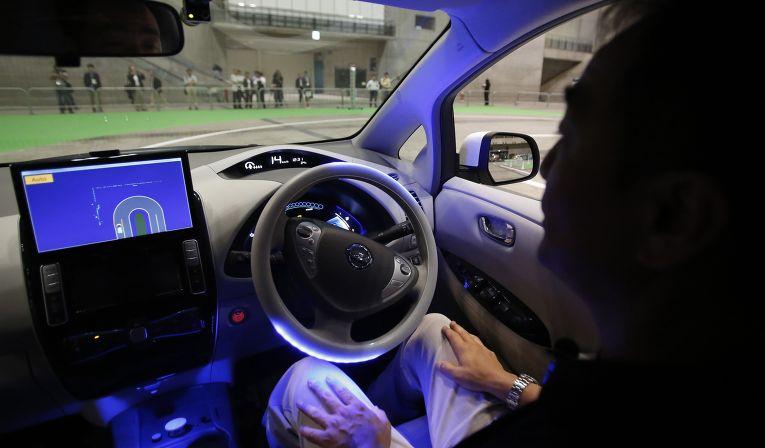 Самоуправляемый автомобиль Nissan на выставке в Токио