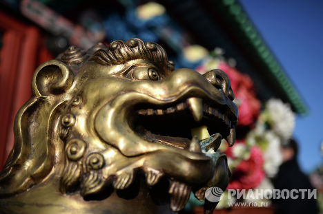 Статуя льва у входа в Этигэлэ Хамбо Ламын ордон (дворец Хамбо Ламы Итигэлова), где хранится нетленное тело XII хамбо-ламы Даши-Доржо Итигэлова