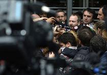 Лидер AFSCA Мартин Саббателла дает интервью после заседания суда по делу газеты Clarin
