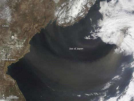 Процесс переноса пыли через Тихий океан в Америку