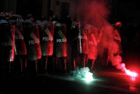 """Полиция на """"Марше независимости"""" в Варшаве"""