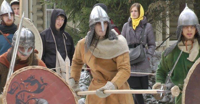 Участники реконструкции средневекового турнира в Санкт-Петербурге