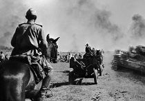 Советские войска вступают на освобождённую территорию Украины