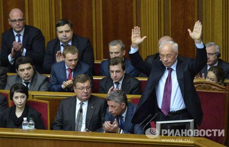 Премьер-министр Украины Николай Азаров (справа) на заседании Верховной Рады Украины