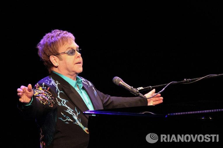 Концерт певца Элтона Джона