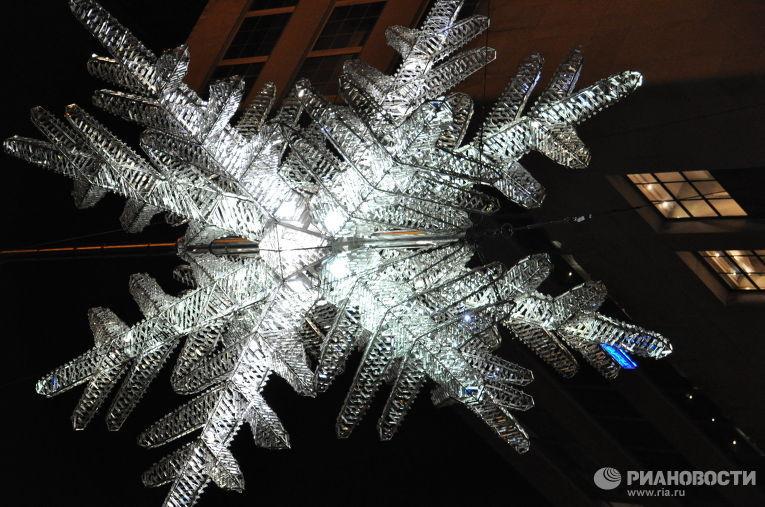 Огни зажглись вечером в среду на главной рождественской ели США. Фото с места событий