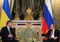 Президент России Владимир Путин (справа) и президент Украины Виктор Янукович во время встречи в Кремле