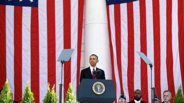 Президент США Барак Обама во время Дня Ветеранов церемонии в Вашингтоне 11 ноября 2013 года.
