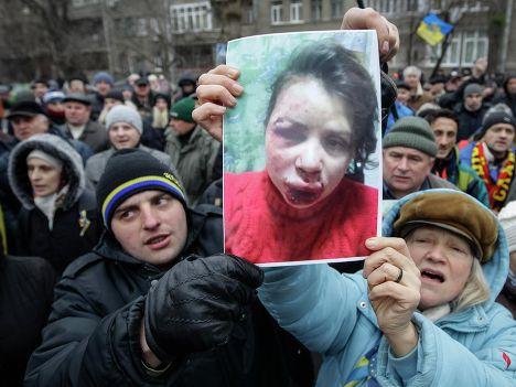 Пикет возле здания МВД Украины из-за избиения журналистки Татьяны Чорновил