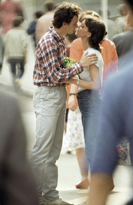 Влюбленная пара на улице Ярославля