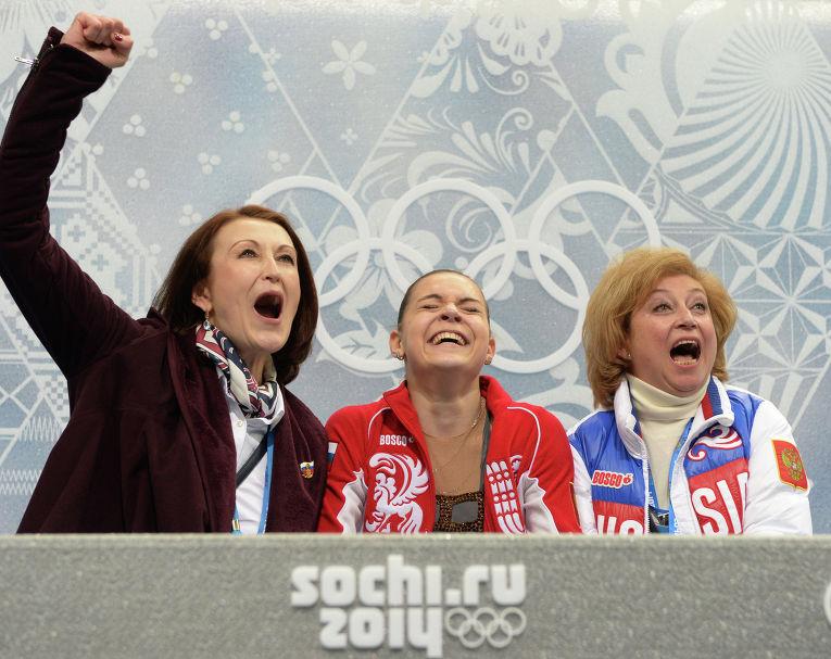 Аделина Сотникова (Россия) после выступления в произвольной программе женского одиночного катания на соревнованиях по фигурному катанию