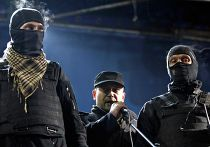 """Один из лидеров """"Правого сектора"""" Дмитрий Ярош (в центре) во время митинга на площади Независимости в Киеве"""