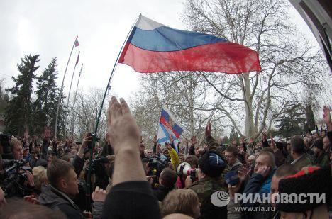 Митинг возле городской администрации Севастополя