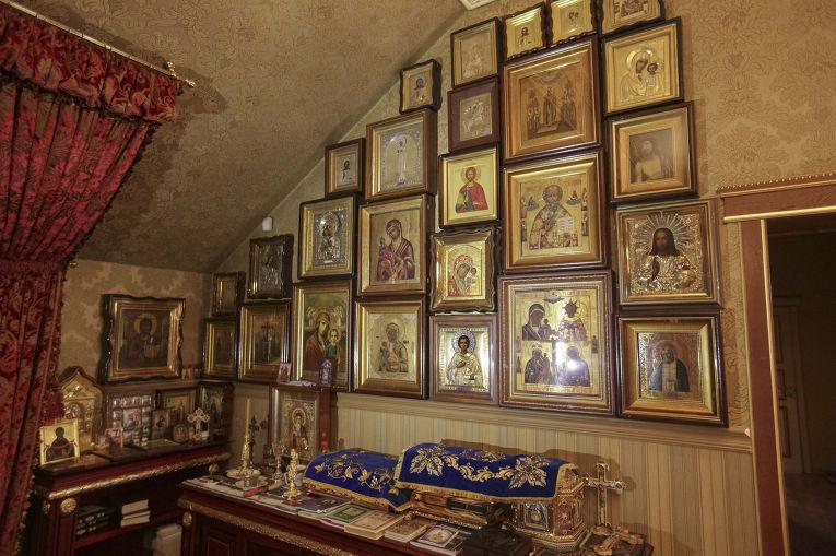 Иконы в доме бывшего генпрокурора Украины Виктора Пшонки
