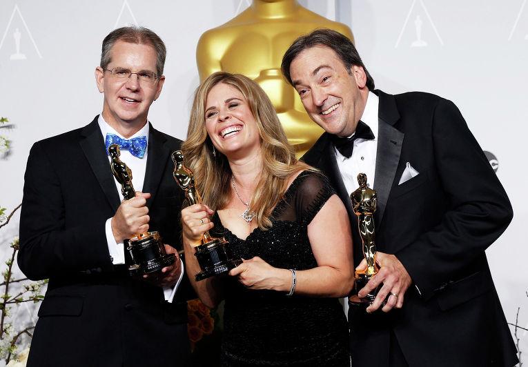 """Американский кинорежиссёр Крис Бак, американская актриса, сценарист и продюсер Дженнифер Ли и продюсер, актер Питер Дель Вечо на 86-й церемонии вручения премии """"Оскар"""""""