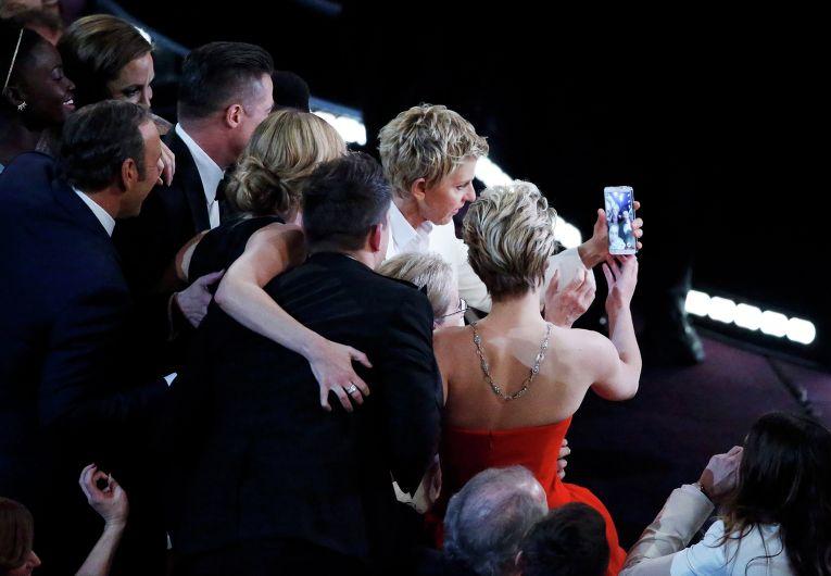 """""""Селфи"""" актеров на Оскаре стал самой популярной фотографией в Twitter"""