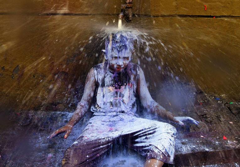 Празднование Холи в Ченнаи, Индия
