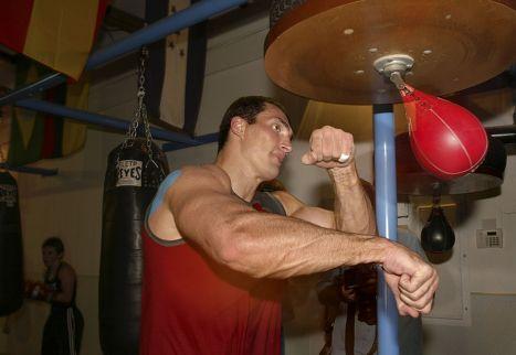 Владимир Кличко во время тренировки перед боем с Леймоном Брюстером