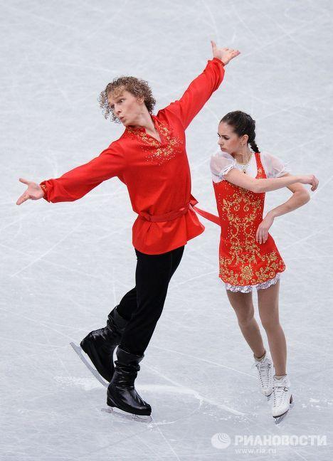 Наталья Забияко и Александр Забоев выступают в короткой программе парного катания на Чемпионате мира