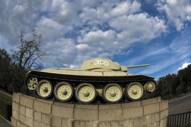 Памятник советскому танку в Берлине