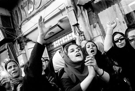 Женщины на митинге против гендерной дискриминации в Тегеране
