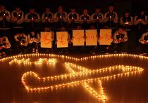 Китайские студенты молятся о пассажирах пропавшего самолета Боинг-777 компании Malaysia Airlines
