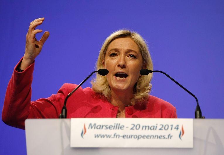 Марин Ле Пен выступает с речью накануне выборов в Европарламент