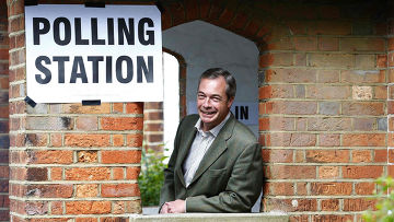 Найджел Фарадж голосует на выборах в Европарламент