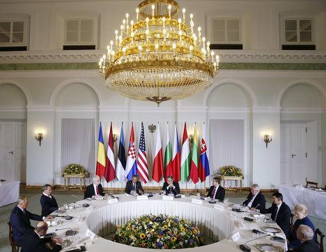 Барак Обама на встрече с главами государств Центральной и Восточной Европы в Варшаве