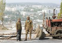 Охрана пункта патрульно-постовой службы при въезде в Гагаузию, архив