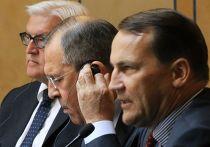 Франк-Вальтер Штайнмайер, Сергей Лавров и Радослав Сикорский во время встречи в Санкт-Петербурге
