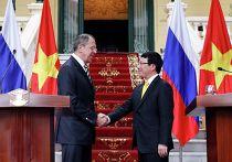 Министр иностранных дел России Сергей Лавров и министр иностранных дел Вьетнама Фам Бинь Минь