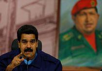 Президент Венесуэлы Николас Мадуро на фоне портрета Уго Чавеса
