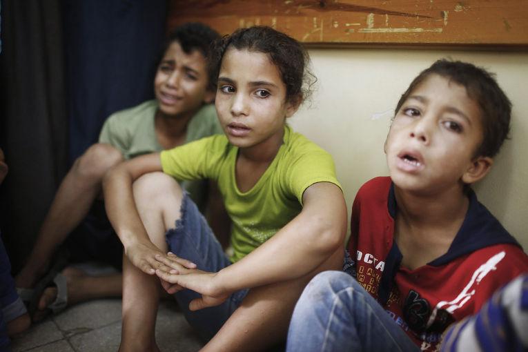 Дети, пережившие обстрел школы ООН в городе Бейт-Ханун