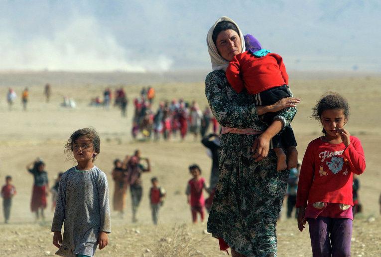 Переселенцы в районе горной гряды Синджар на северо-западе Ирака