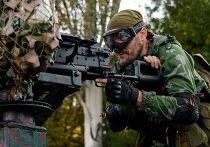 Пророссийский ополченец в аэропорту Донецка